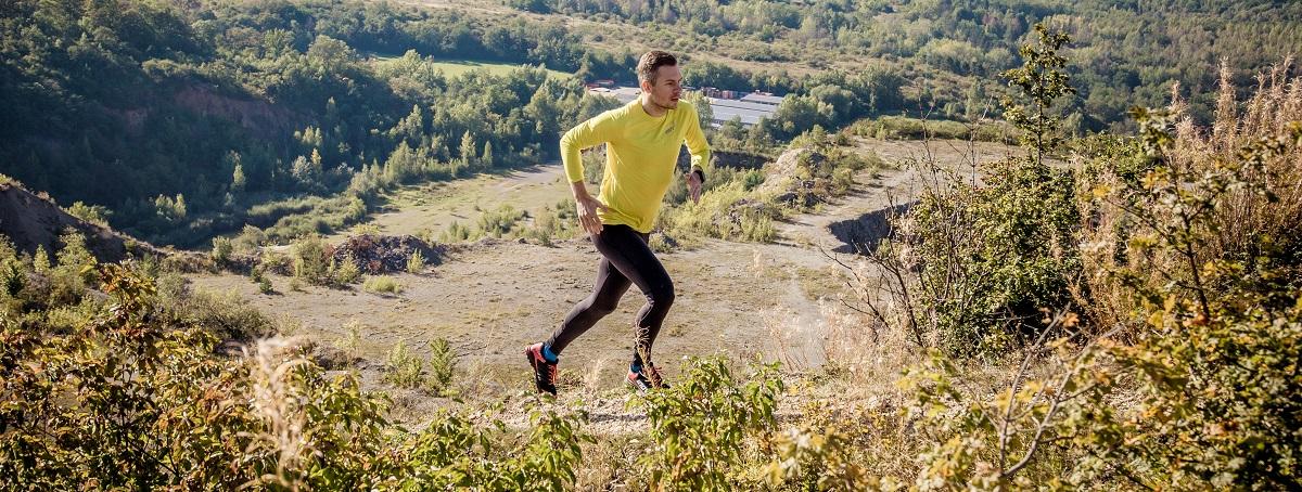trailový beh v bežeckom vybavení od Inov-8